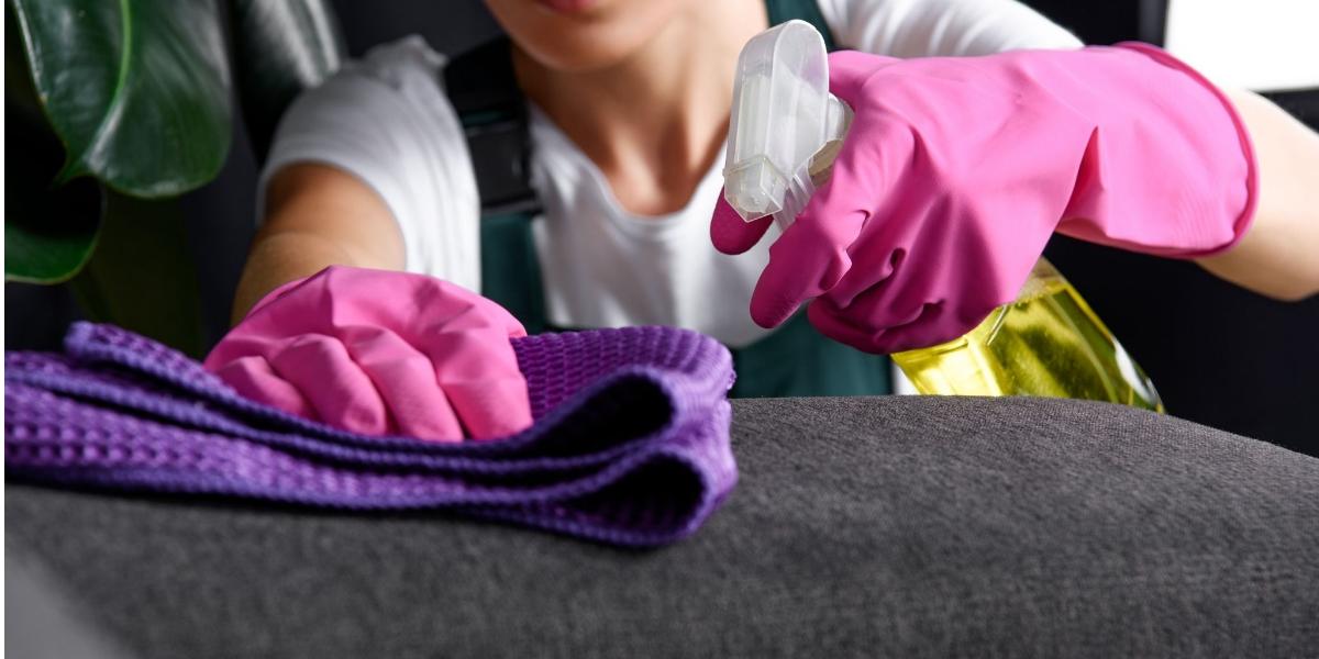 طريقة تنظيف الكنب من البقع